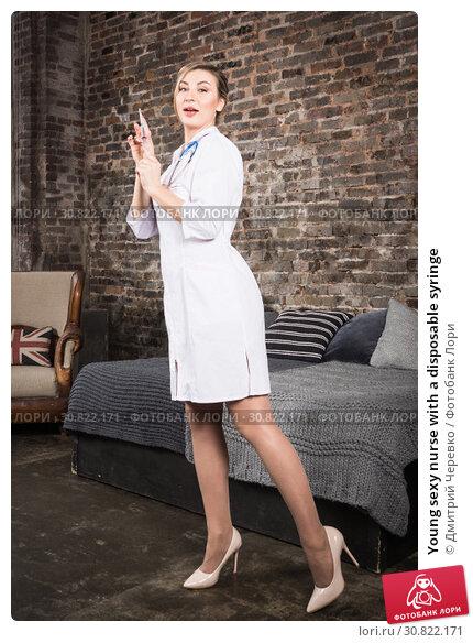 Young sexy nurse with a disposable syringe. Стоковое фото, фотограф Дмитрий Черевко / Фотобанк Лори