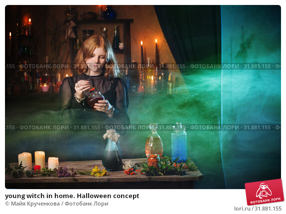Купить «young witch in home. Halloween concept», фото № 31881155, снято 28 июля 2019 г. (c) Майя Крученкова / Фотобанк Лори