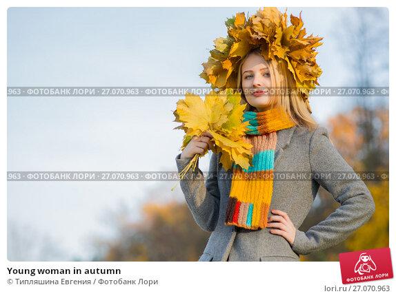 Купить «Young woman in autumn», фото № 27070963, снято 8 ноября 2016 г. (c) Типляшина Евгения / Фотобанк Лори