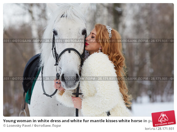 Купить «Young woman in white dress and white fur mantle kisses white horse in park», фото № 28171931, снято 15 января 2016 г. (c) Losevsky Pavel / Фотобанк Лори