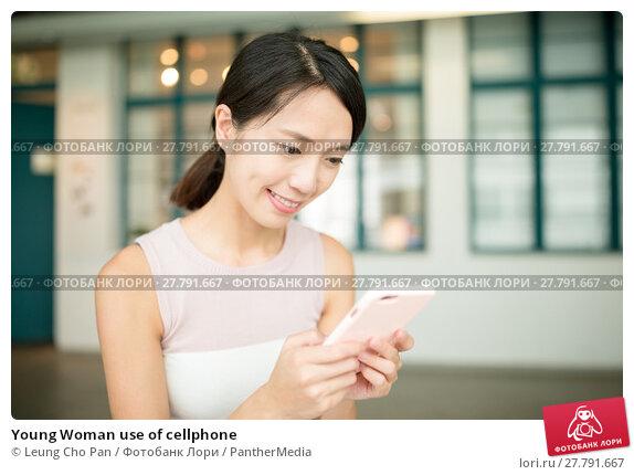 Купить «Young Woman use of cellphone», фото № 27791667, снято 18 октября 2018 г. (c) PantherMedia / Фотобанк Лори