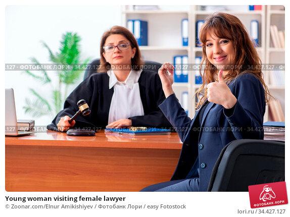 Young woman visiting female lawyer. Стоковое фото, фотограф Zoonar.com/Elnur Amikishiyev / easy Fotostock / Фотобанк Лори