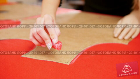 Купить «Young woman with arm prosthesis making sketches on the cloth. Hands in focus», видеоролик № 29401067, снято 12 декабря 2018 г. (c) Константин Шишкин / Фотобанк Лори