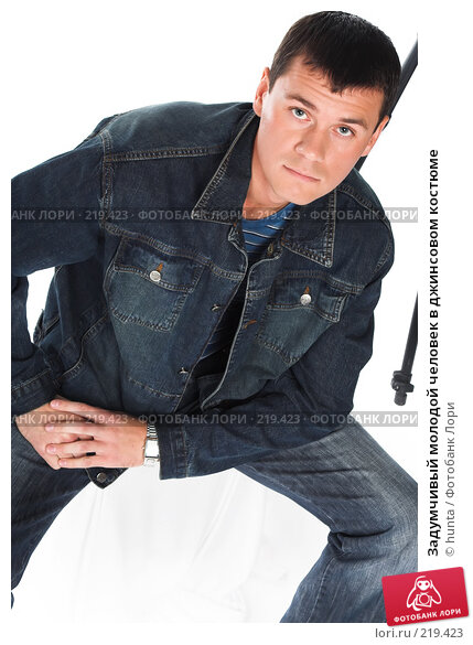 Задумчивый молодой человек в джинсовом костюме, фото № 219423, снято 21 августа 2007 г. (c) hunta / Фотобанк Лори