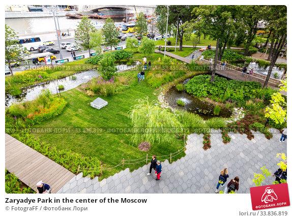 Купить «Zaryadye Park in the center of the Moscow», фото № 33836819, снято 7 июля 2019 г. (c) FotograFF / Фотобанк Лори