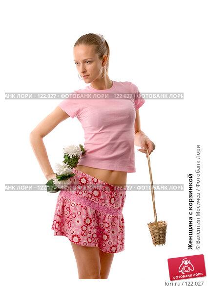 Женщина с корзинкой, фото № 122027, снято 1 апреля 2007 г. (c) Валентин Мосичев / Фотобанк Лори