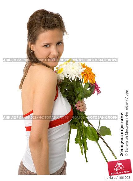 Женщина с цветами, фото № 106003, снято 26 мая 2007 г. (c) Валентин Мосичев / Фотобанк Лори