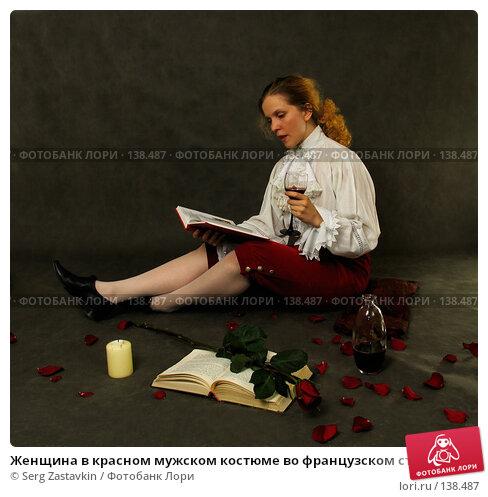 Женщина в красном мужском костюме во французском стиле конца 18 века читает книгу, фото № 138487, снято 7 января 2006 г. (c) Serg Zastavkin / Фотобанк Лори
