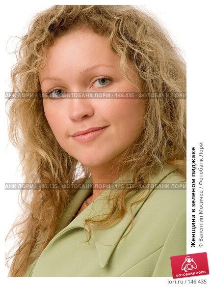 Женщина в зеленом пиджаке, фото № 146435, снято 2 декабря 2007 г. (c) Валентин Мосичев / Фотобанк Лори