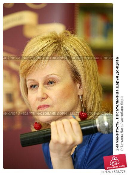 Знаменитость. Писательница Дарья Донцова, фото № 328775, снято 18 июня 2008 г. (c) Татьяна Лата / Фотобанк Лори