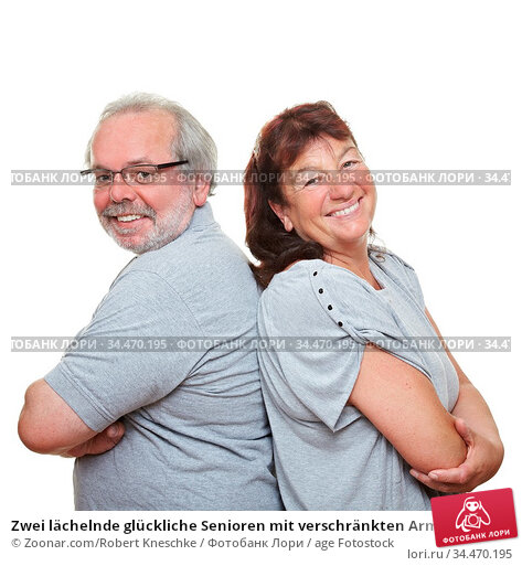 Zwei lächelnde glückliche Senioren mit verschränkten Armen. Стоковое фото, фотограф Zoonar.com/Robert Kneschke / age Fotostock / Фотобанк Лори
